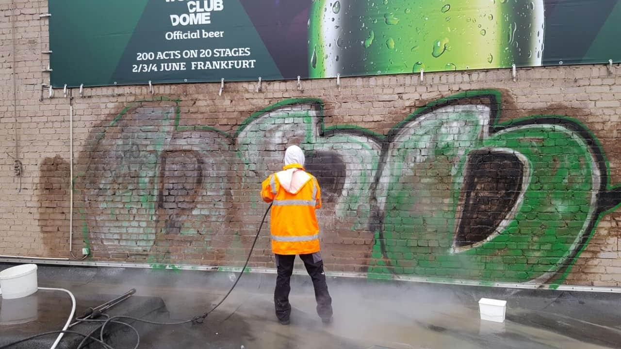 Graffitientfernung Düsseldorf Klinker 3