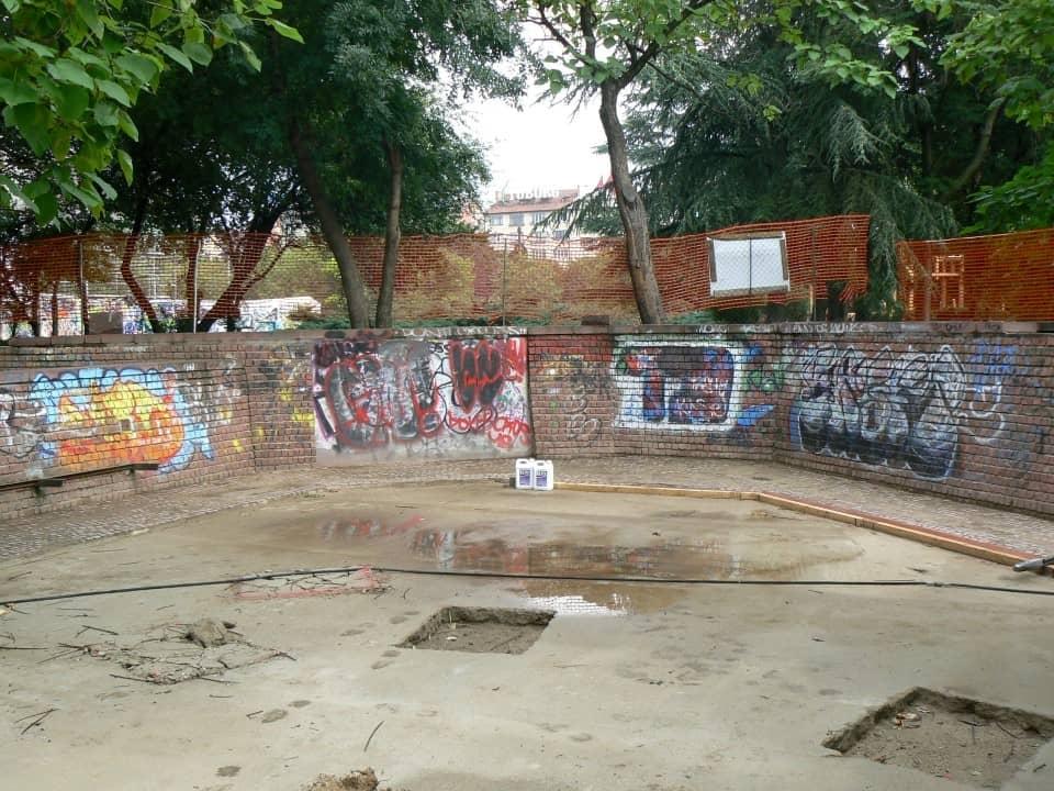 Graffitientfernung Spielplatz Klinker 1