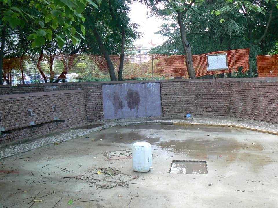 Graffitientfernung Spielplatz Klinker 2