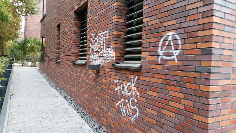Graffitientfernung und Antigraffiti Klinker Köln 4