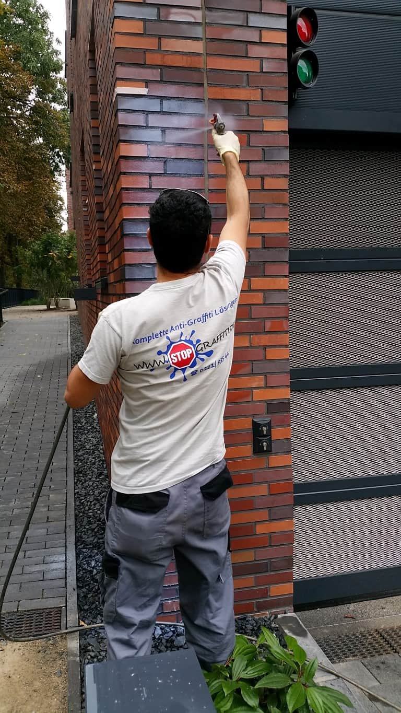 Graffitientfernung und Antigraffiti Klinker Köln 9