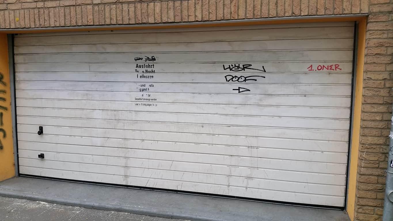 Graffitireinigung und Graffitischuzt Klinker und Garagentore 5