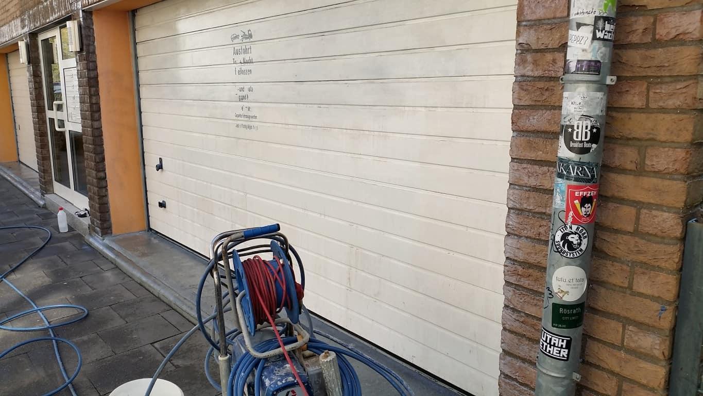 Graffitireinigung und Graffitischuzt Klinker und Garagentore 6