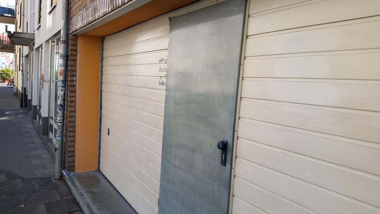 Graffitireinigung und Graffitischuzt Klinker und Garagentore 8