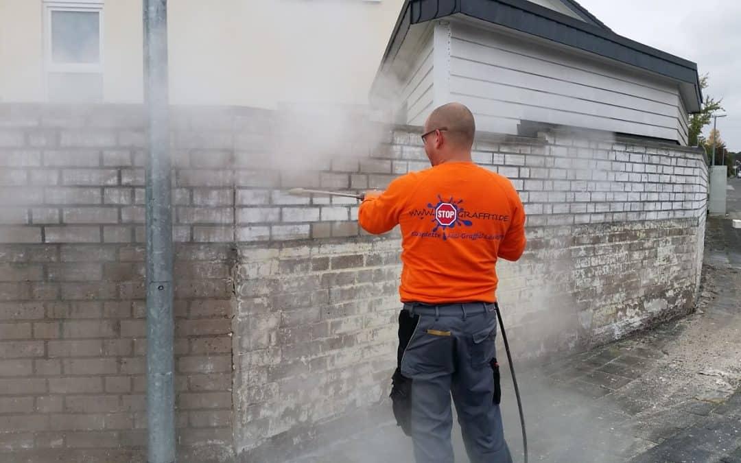 Klinkermauer abbeizen und permanenter Graffitischutz mit 2K Antigraffitibeschichtung in Siegburg