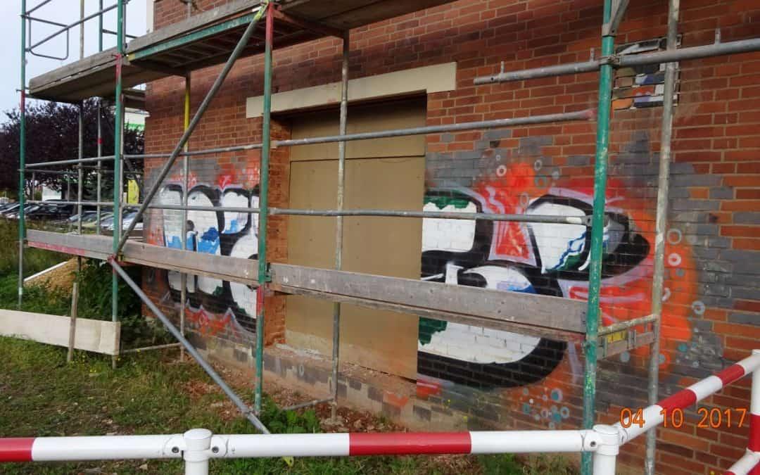 Graffitientfernung, Fassadenreinigung und Graffitischutz Klinkerfassade in Rheinbach, NRW