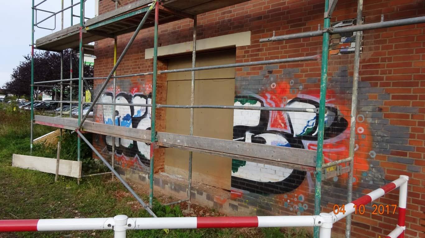 Stopgraffiti Graffitientfernung Fassadenreinigung und Graffitischutz Klinkerfassade 1