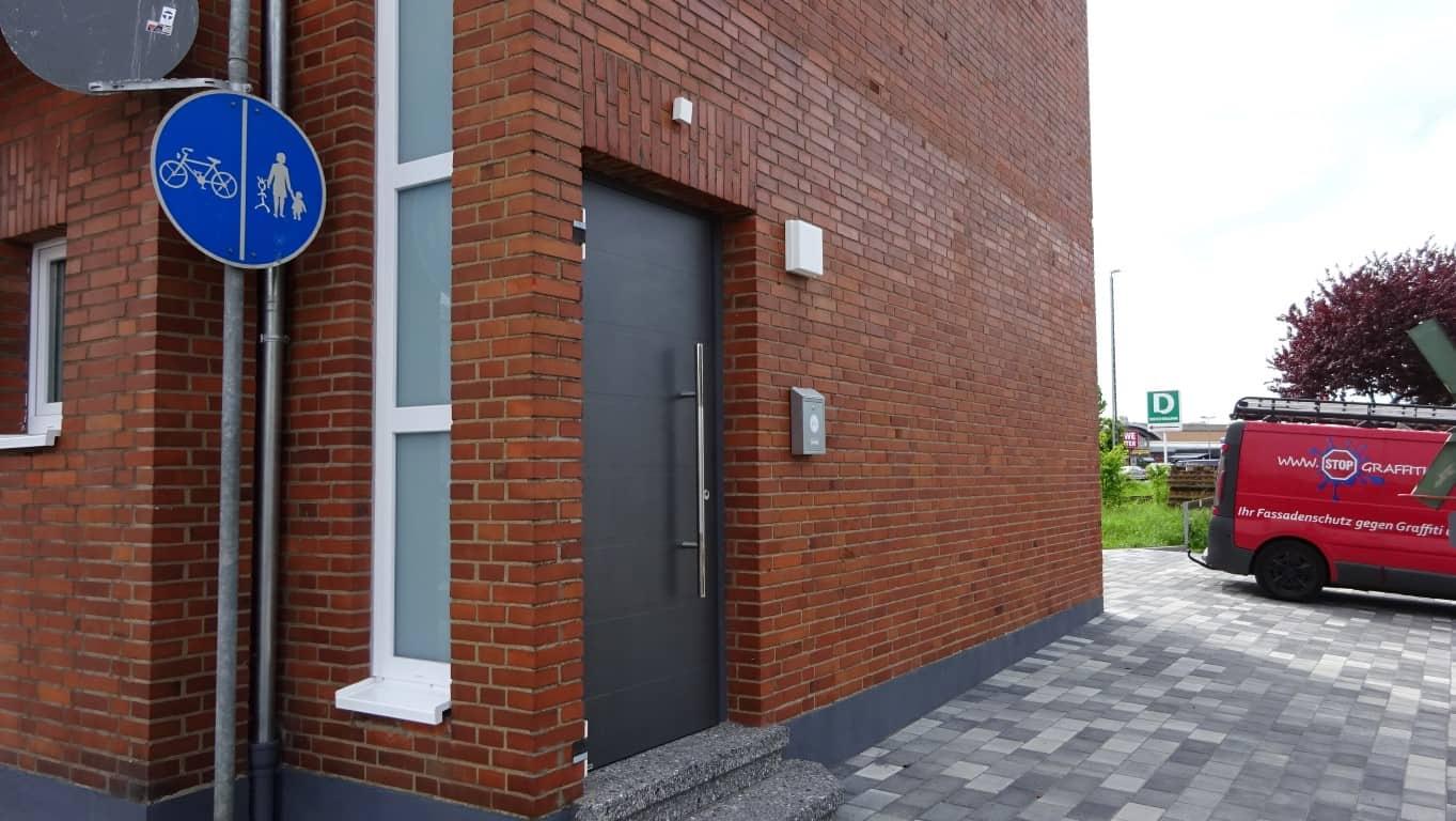 Stopgraffiti Graffitientfernung Fassadenreinigung und Graffitischutz Klinkerfassade 16