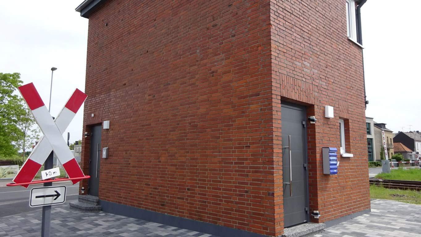 Stopgraffiti Graffitientfernung Fassadenreinigung und Graffitischutz Klinkerfassade