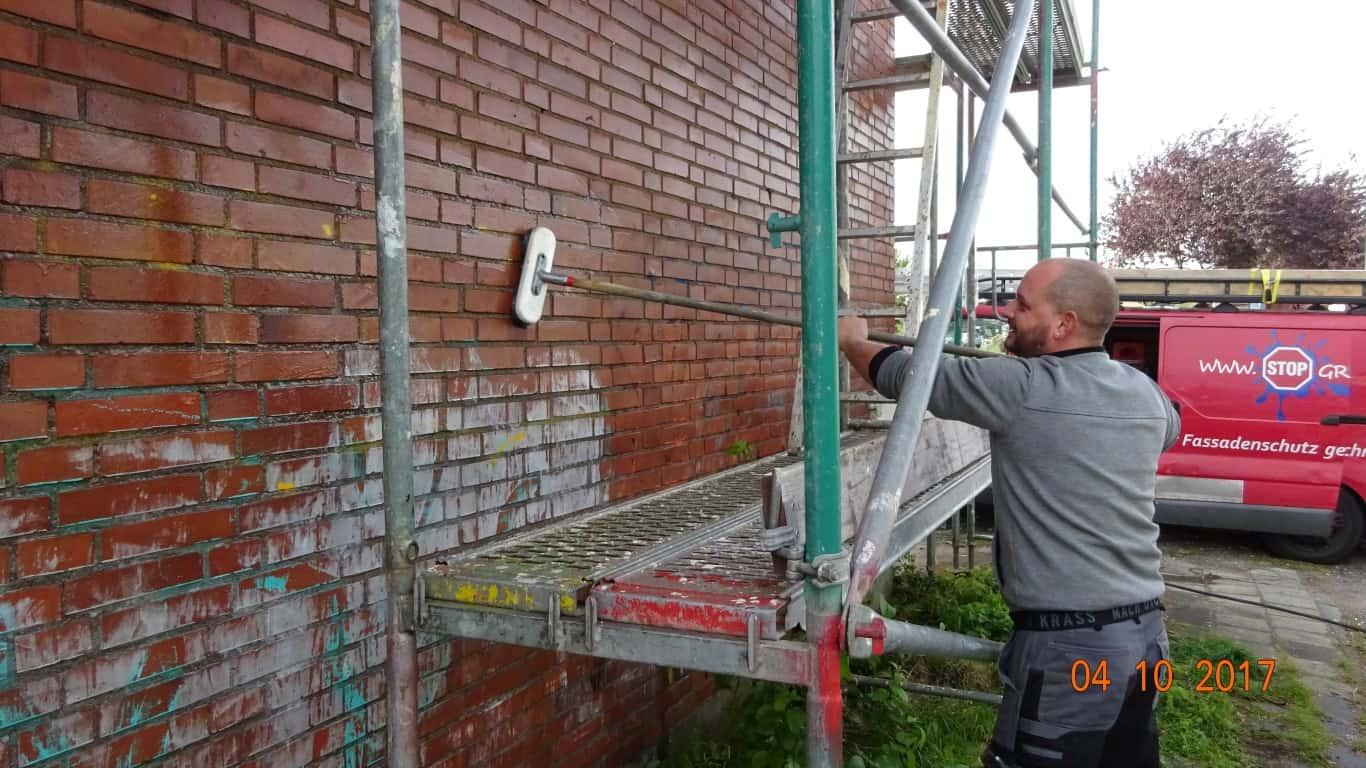 Stopgraffiti Graffitientfernung Fassadenreinigung und Graffitischutz Klinkerfassade 3