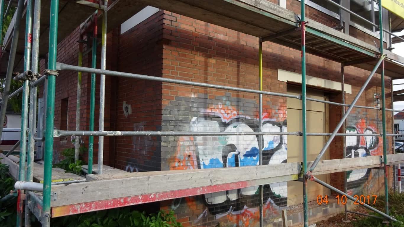 Stopgraffiti Graffitientfernung Fassadenreinigung und Graffitischutz Klinkerfassade 7