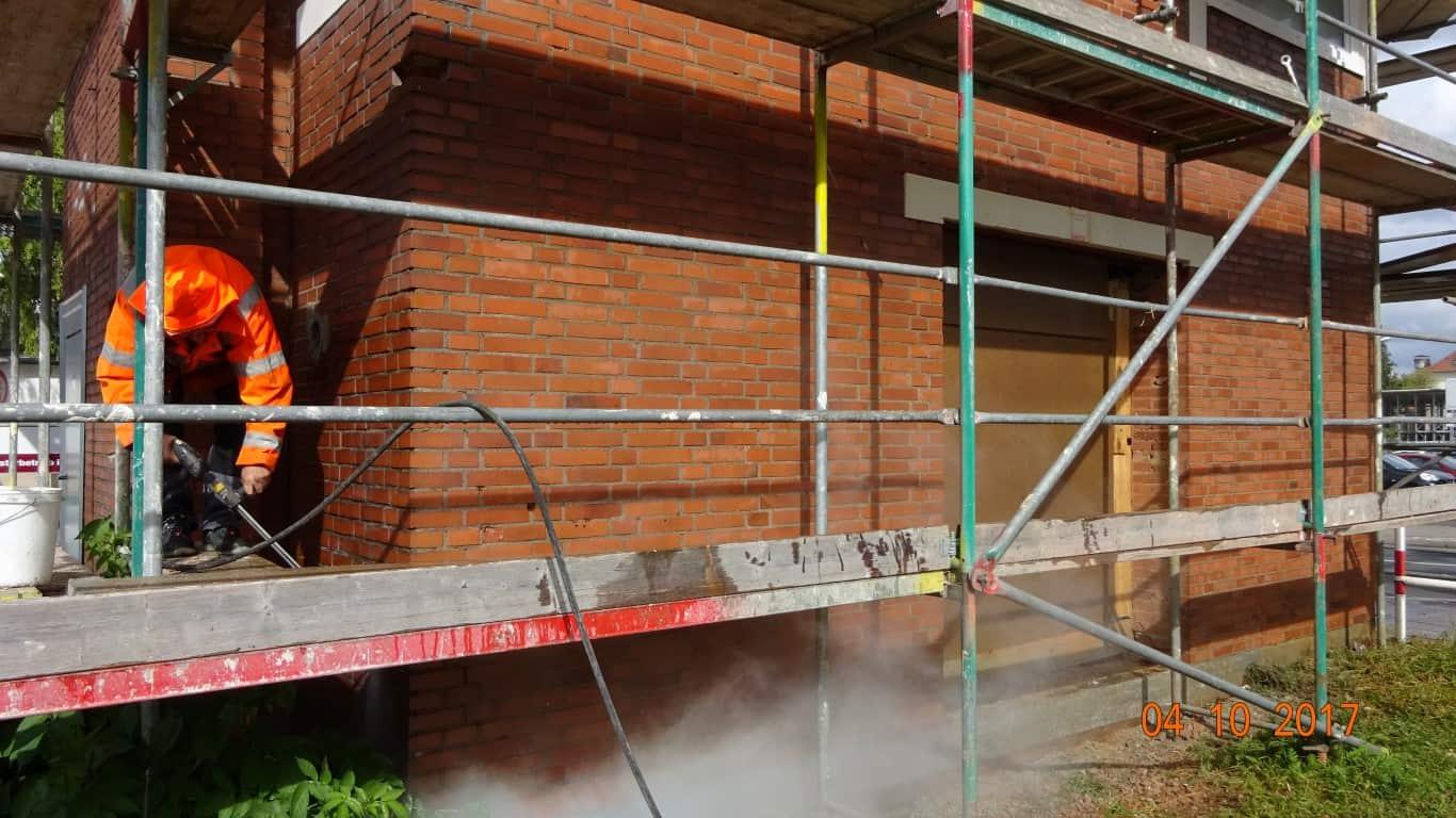 Stopgraffiti Graffitientfernung Fassadenreinigung und Graffitischutz Klinkerfassade 8