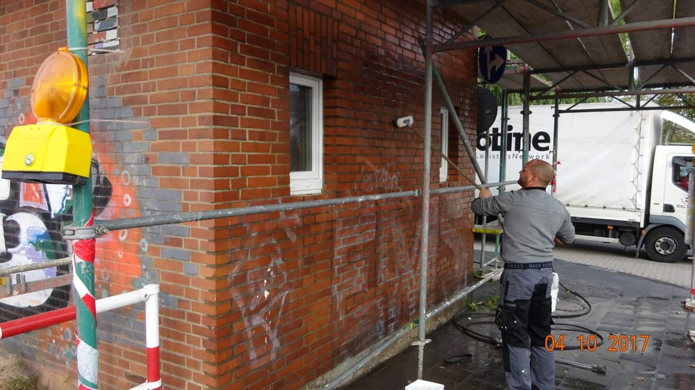 Stopgraffiti Graffitientfernung Fassadenreinigung und Graffitischutz Klinkerfassade 9