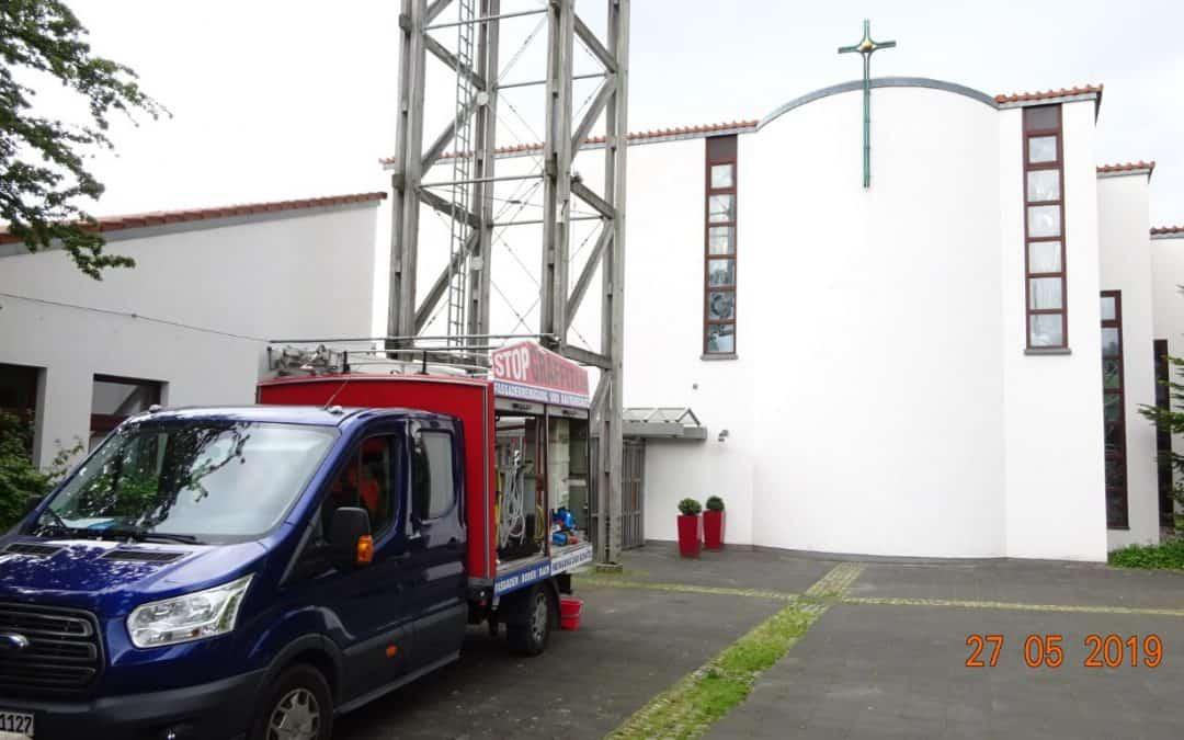 Fassadenreinigung und Langzeitschutz Algizide – Imprägnierung und Wasserabweisende Hydrophobierung – Kirche zum Heilsbrunnen in Bergisch Gladbach